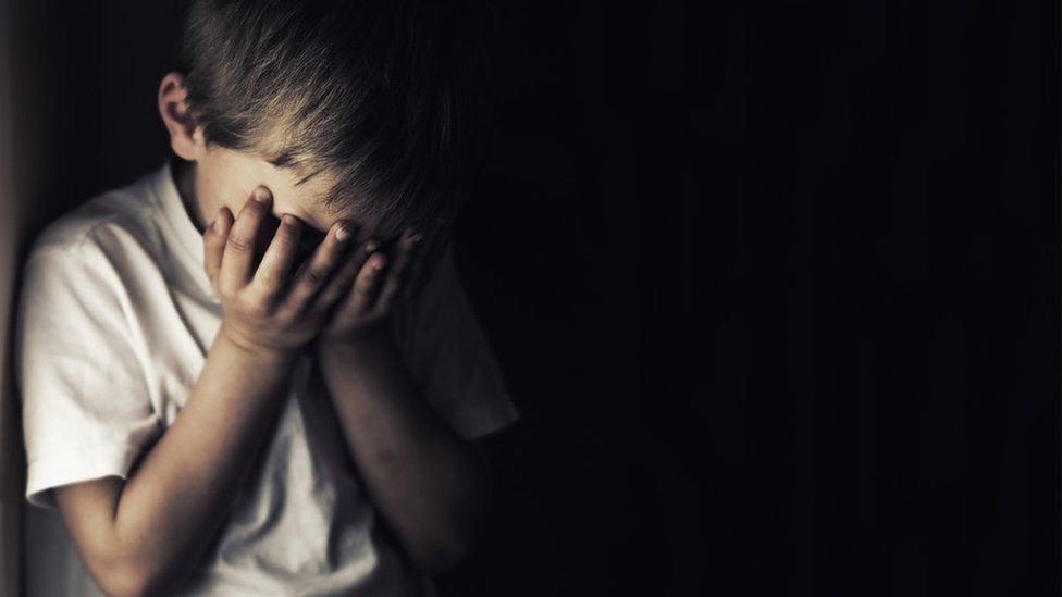 كيف نخبر الطفل عن موت شخص قريب منه؟