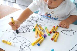 الرسم لغة الطفل في التعبير عما يدور حوله